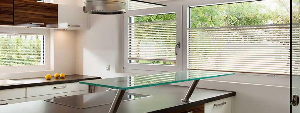 Moderne Sicht- und Sonnenschutzlösungen auf Maß